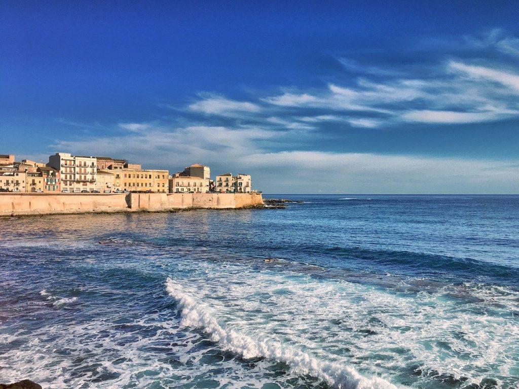Cos'è Sicilypedia, il gruppo di matti che sfida Booking