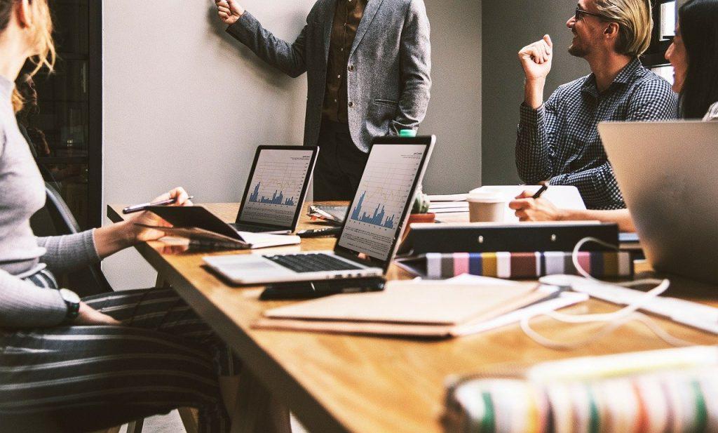 I servizi di consulenza legale a distanza strumenti innovativi per competenze e funzionalità aumentate